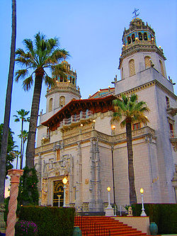 250px-Ext_hearst_castle.jpg